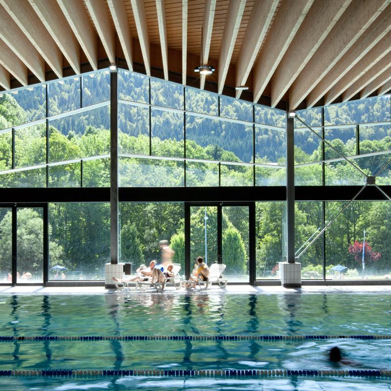 Centre aquatique morzine avoriaz caue haute savoie for Piscine publique